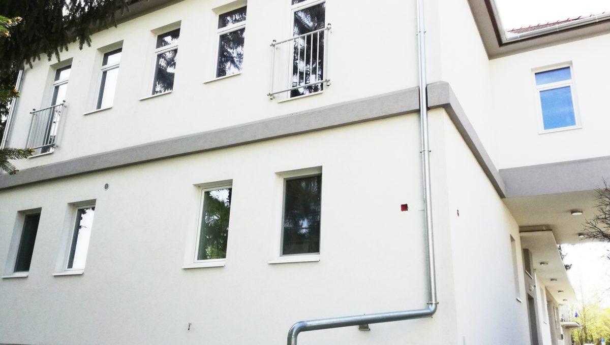 Komarno-02-budova-na-predaj-administrativa-polyfunkcia-sluzby-pohlad-na-fasadu-budovy-zo-zadnej-strany