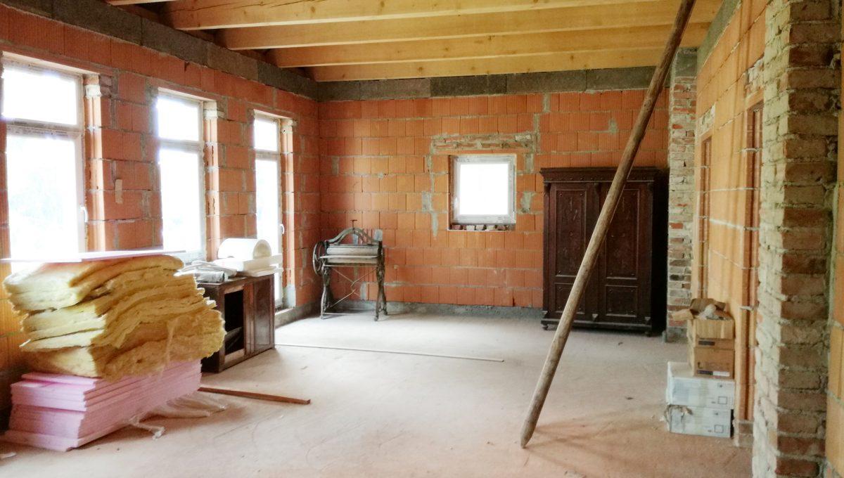 Komarno-23-budova-na-predaj-administrativa-polyfunkcia-sluzby-pohlad-na-pohlad-na-velku-miestnost-na-podstresnom-podlazi-holopriestor