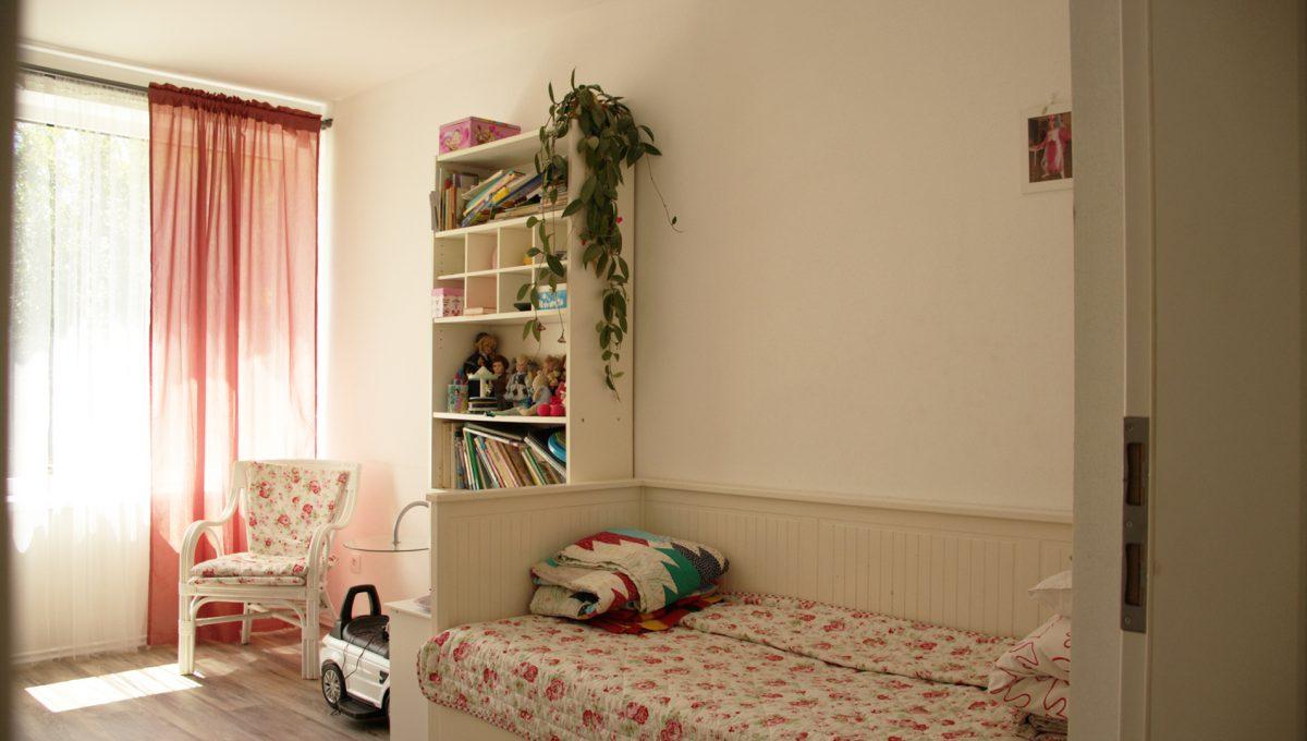 Miloslavov 12 rodinny dom 4 izbovy bungalov pohlad z chodby na detsku izbu pre dievca