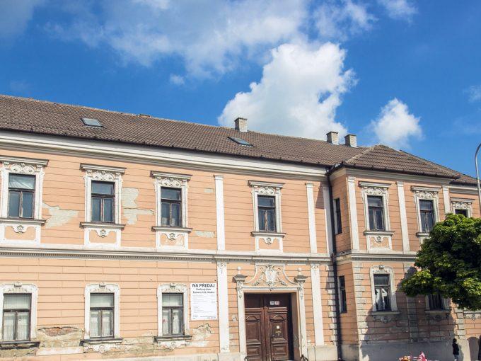 Modra-01-mestiansky-dom-na-namesti-pohlad-z-ulice