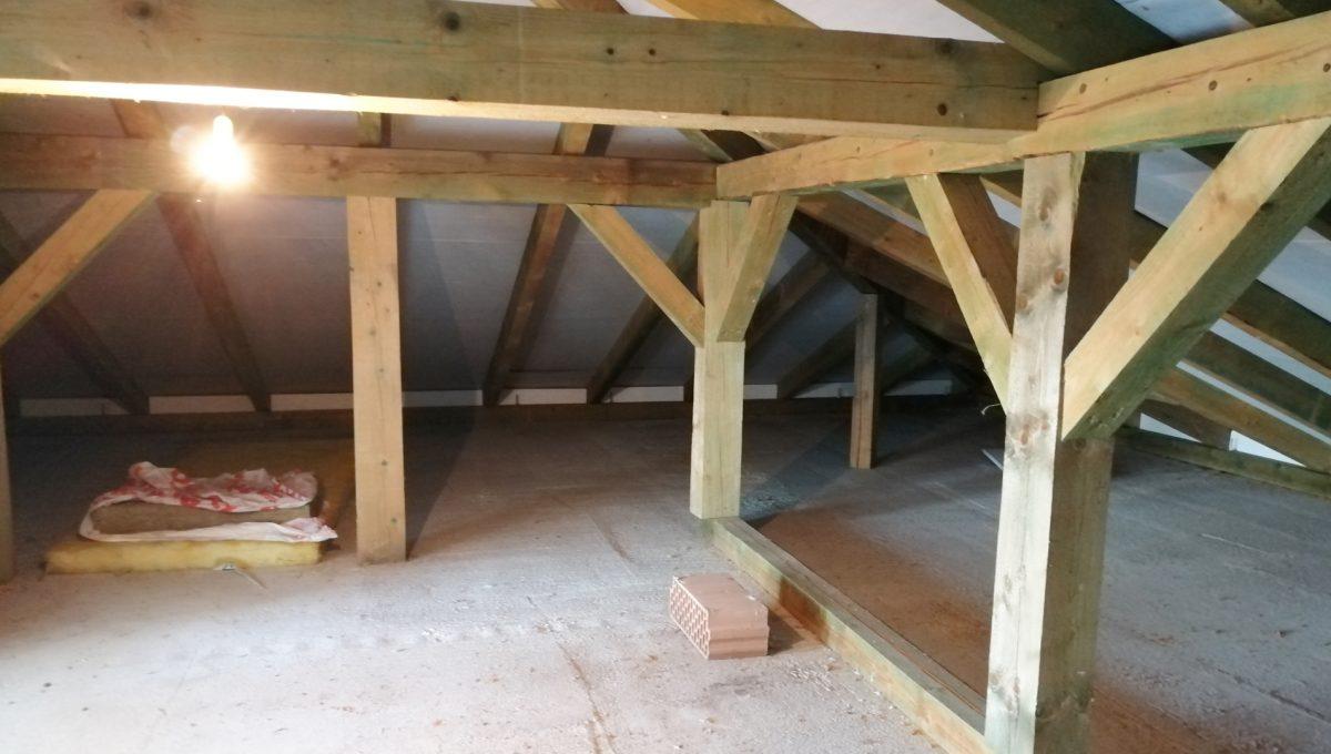 Nova Dedinka 26 krasny 5 izbovy rodinny dom na predaj s velkym pozemkom pohlad na cast podkrovia s valbovou strechou