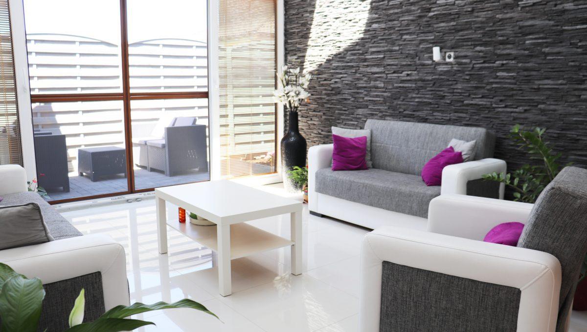 Nova Dedinka 28 krasny 5 izbovy rodinny dom na predaj s velkym pozemkom pohlad na zariadenu zimnu zahradu a terasu k nej