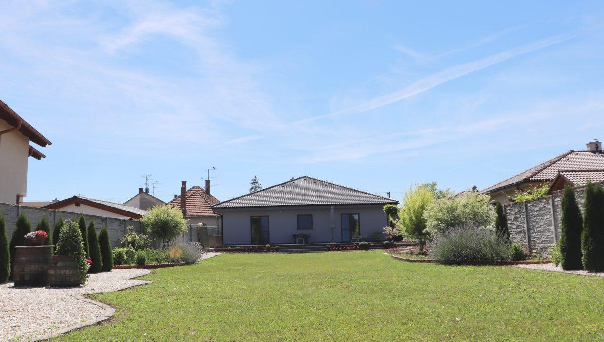 Nova Dedinka 32 krasny 5 izbovy rodinny dom na predaj s velkym pozemkom pohlad na upravenu zahradu a dom