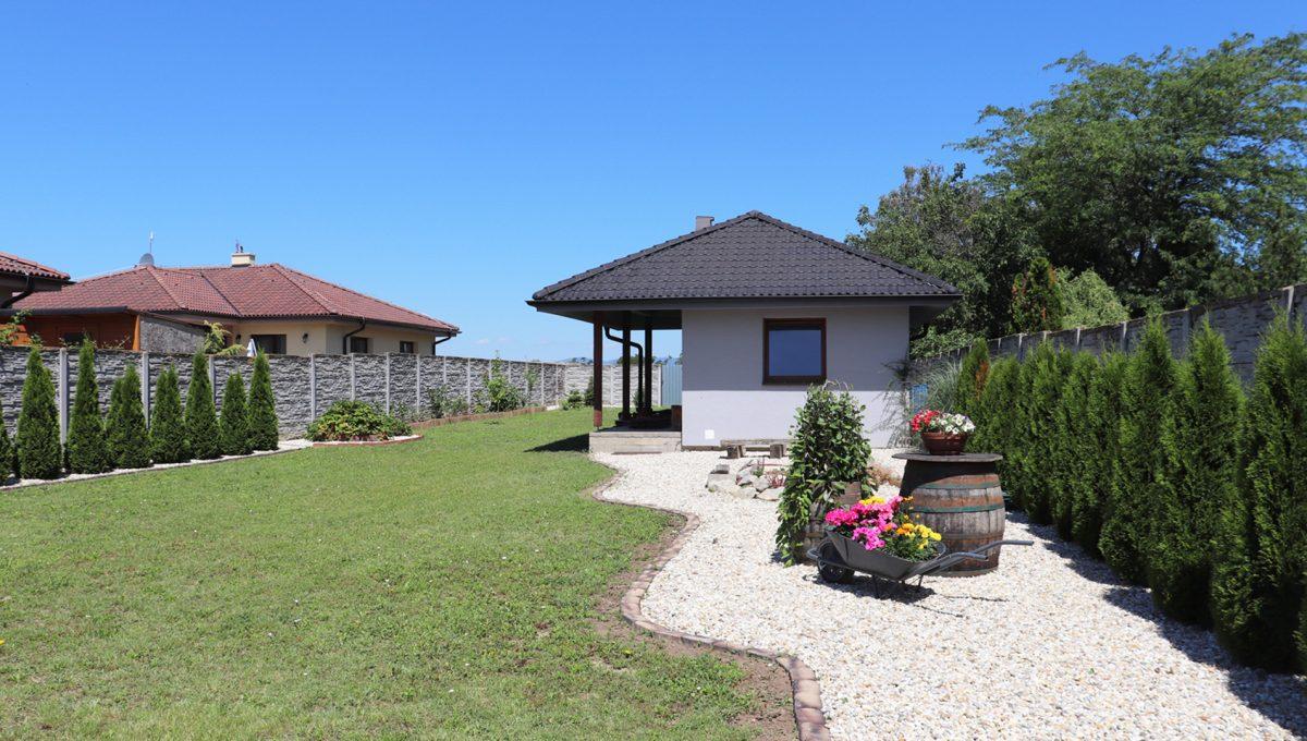 Nova Dedinka 34 krasny 5 izbovy rodinny dom na predaj s velkym pozemkom pohlad na upravu v zahrade a letnu kuchynu
