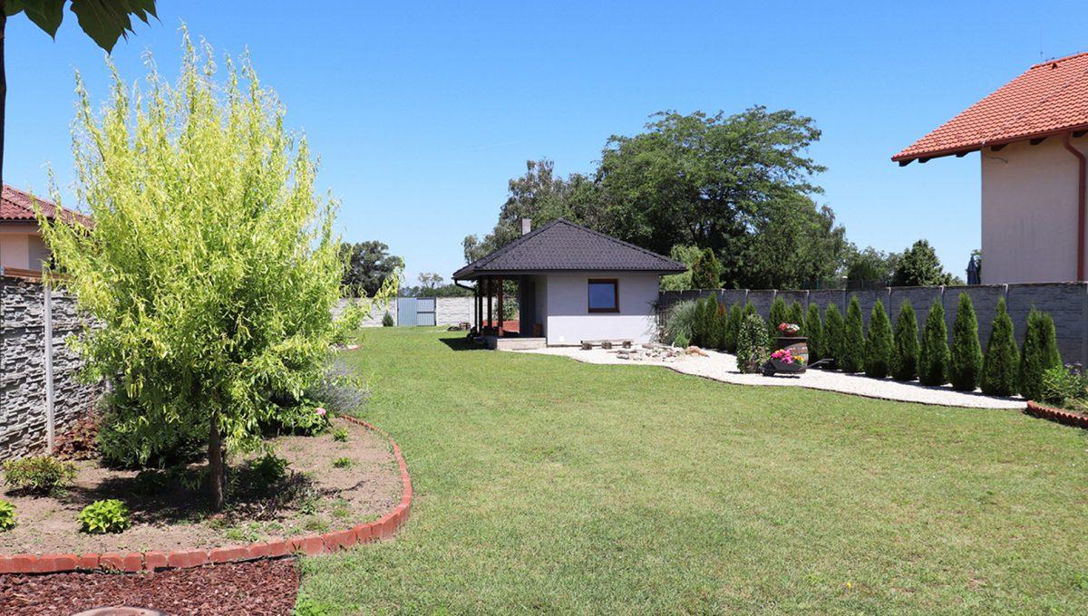 Nova Dedinka 35 krasny 5 izbovy rodinny dom na predaj s velkym pozemkom pohlad na upravu v zahrade a letnu kuchynu