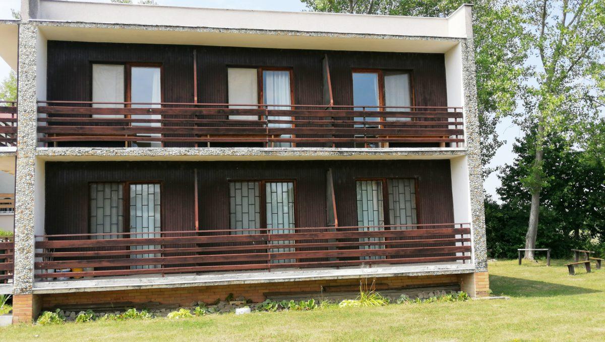 Patince 03 pohlad na balkony izieb ubytovne