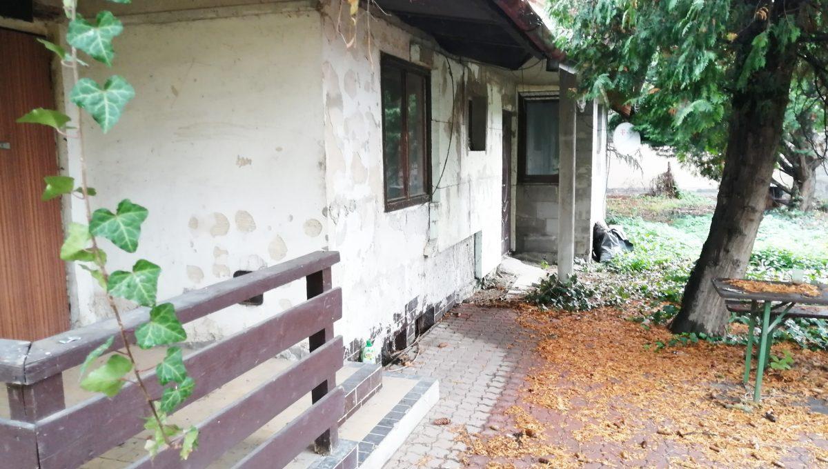 Podunajske Biskupice 03 Bratislava zahrada bocny pohlad na dom pristavany k povodnej podpivnicenej zahradnej chatke