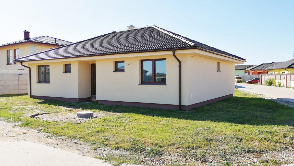 Reca 03 RG 4 izbovy rodinny dom novostavba holodom pohlad na dom a jeho okolie