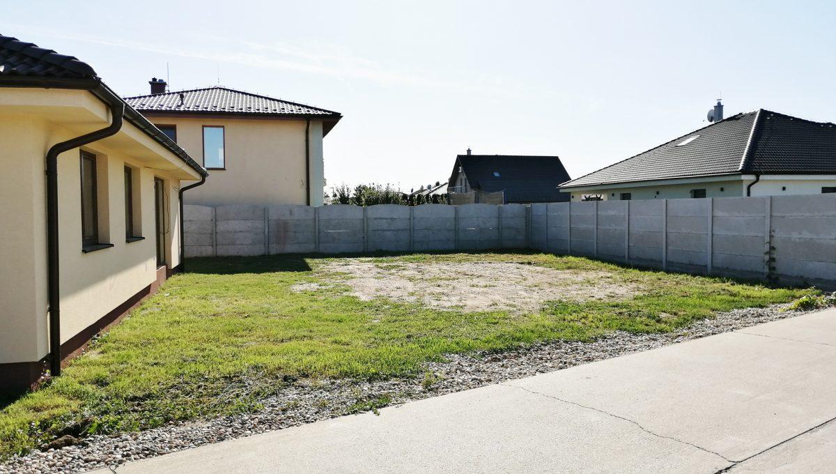 Reca 04 RG 4 izbovy rodinny dom novostavba holodom pohlad na dom s peknym pozemkom bez oplotenia