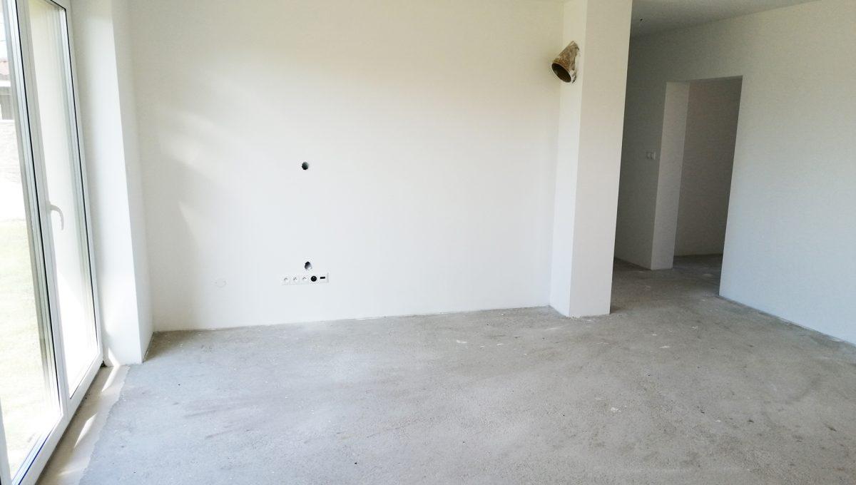 Reca 09 RG 4 izbovy rodinny dom novostavba holodom pohlad na cast obyvacej izby s predpripravou pre krb