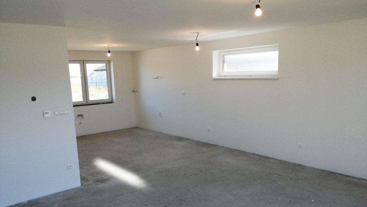Reca 11 RG 4 izbovy rodinny dom novostavba holodom pohlad z obyvacej izby na kuchynsku a jedalensku cast