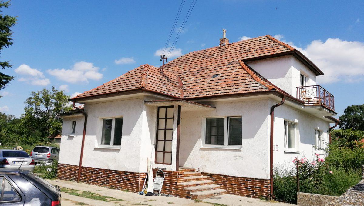Rovinka 04 Okruzna pozemok s rozlohou 1917 m2 pohlad na starsi 3 izbovy rodinny dom