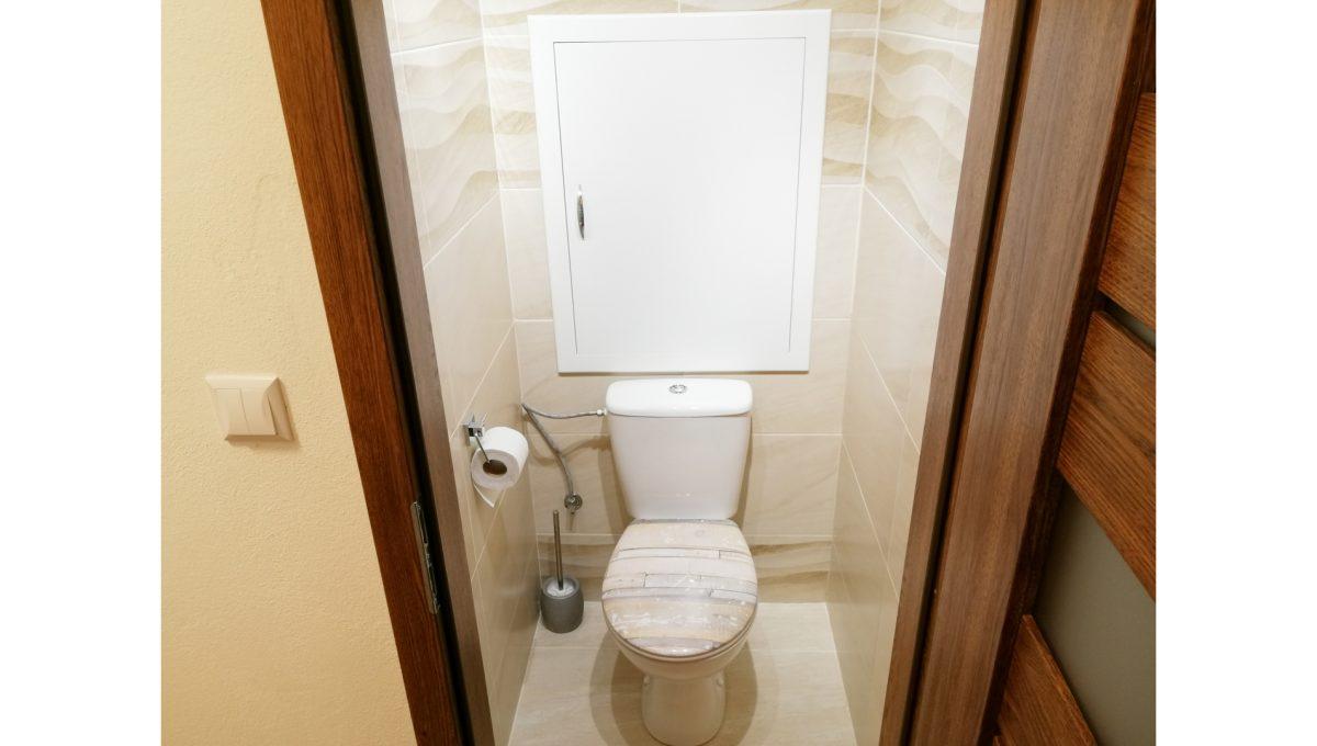 Ruzinov 14 Raketova Bratislava 3 izbovy byt na prenajom pohlad na samostatnu toaletu