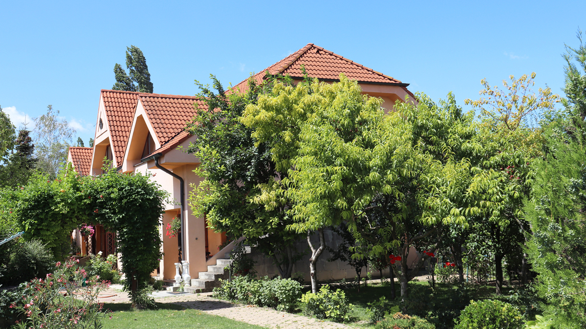 Pekný 5 izbový rodinný dom s veľkým pozemkom, Šamorín