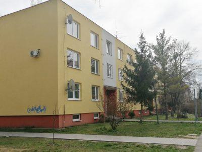 Senec-01-Inovecka-2-izbovy-byt-na-predaj-pohlad-na-bytovy-dom