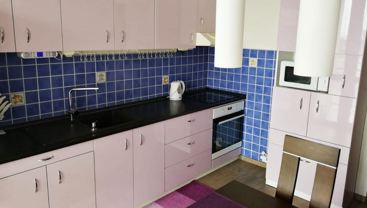 Senec 02 Namestie 3 izbovy byt na prenajom pohlad od lodzie na kuchynsku linku