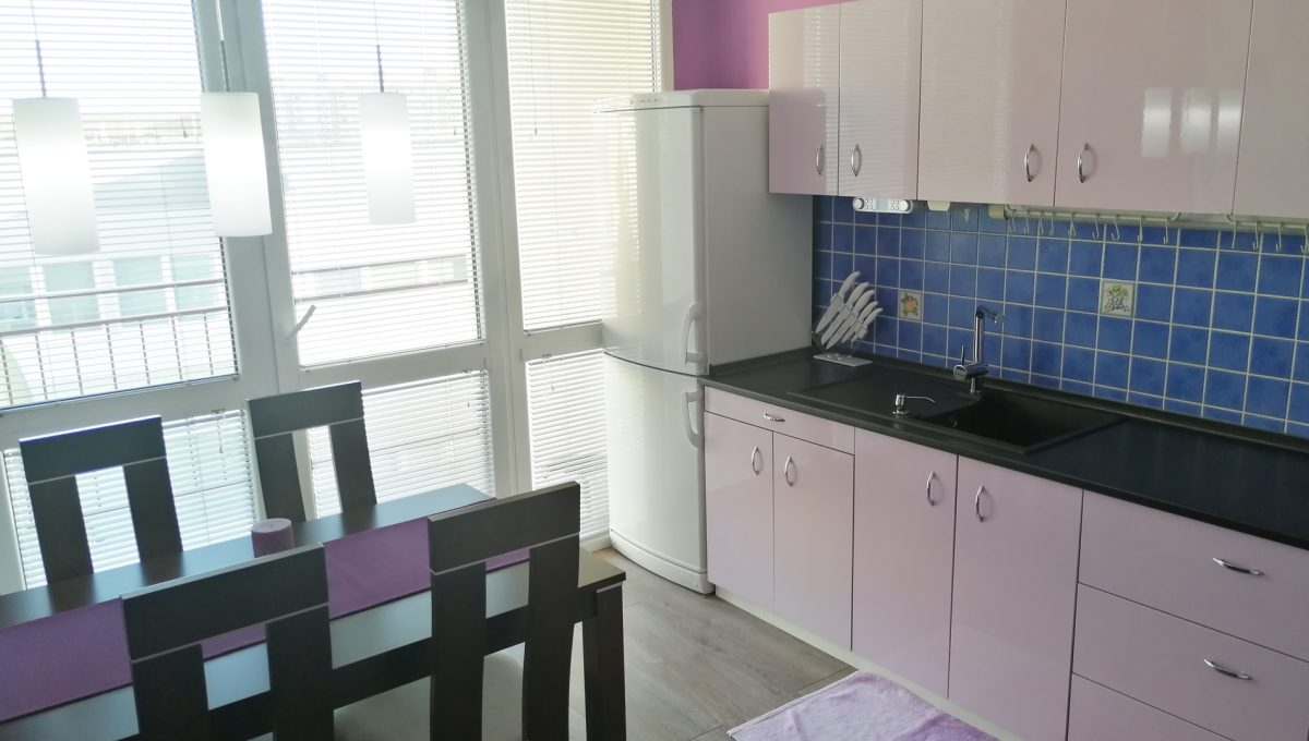 Senec 02 Namestie 3 izbovy byt na prenajom pohlad od vstupu na kuchynu s lodziou