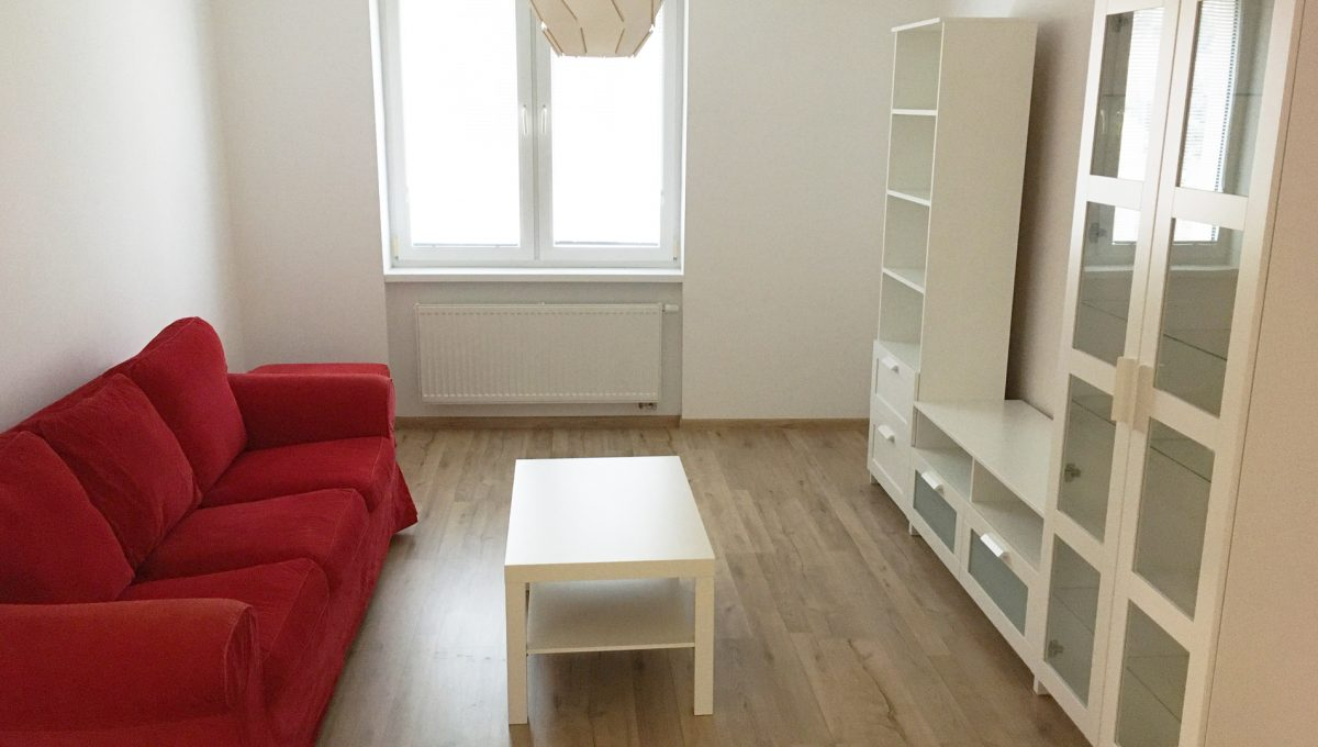 Senec 03 Kollarova 2 izbovy byt na prenajom pohlad na obyvaciu izbu so zariadenim