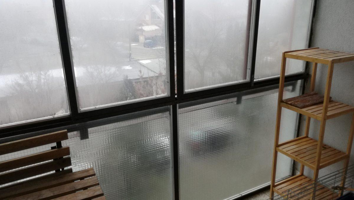 Senec-04-Svatoplukova-3-izbovy-byt-na-prenajom-pohlad-na-balkonove-zaskenie