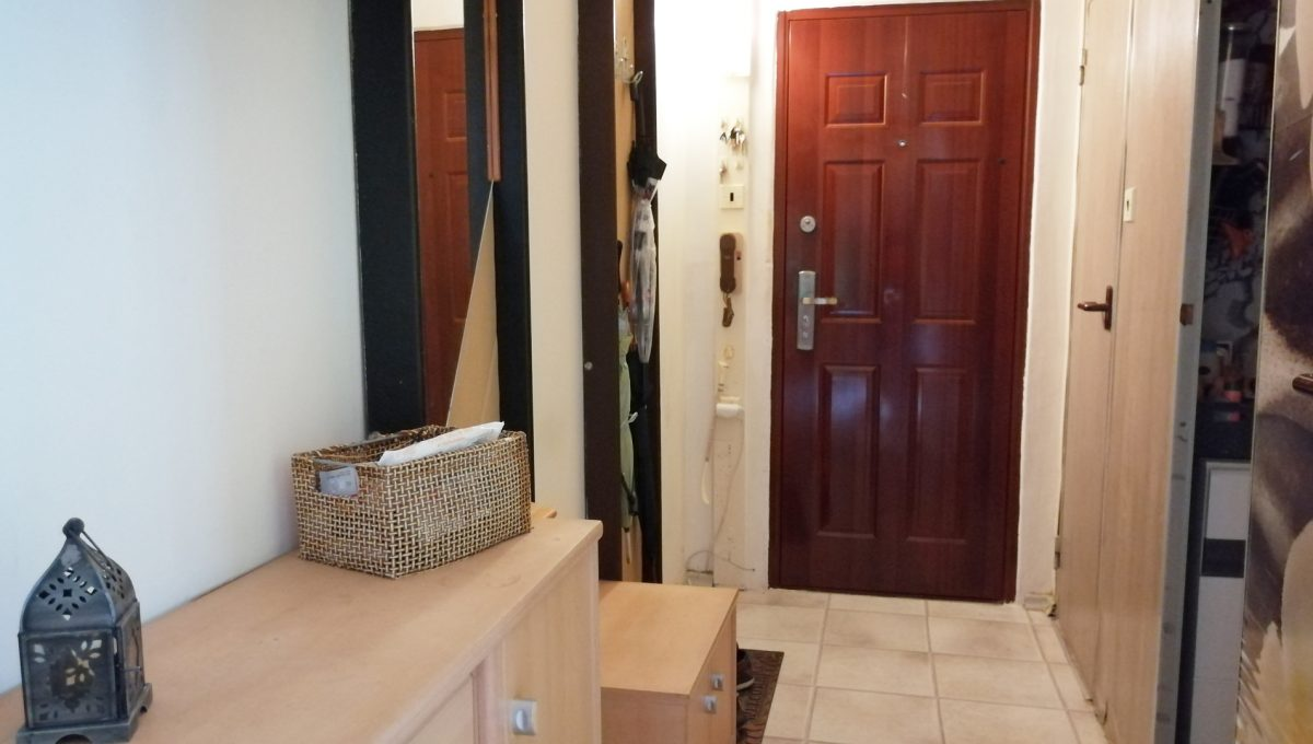 Senec 07 Inovecka 2 izbovy byt na predaj pohlad chodbu a vstupne dvere do bytu
