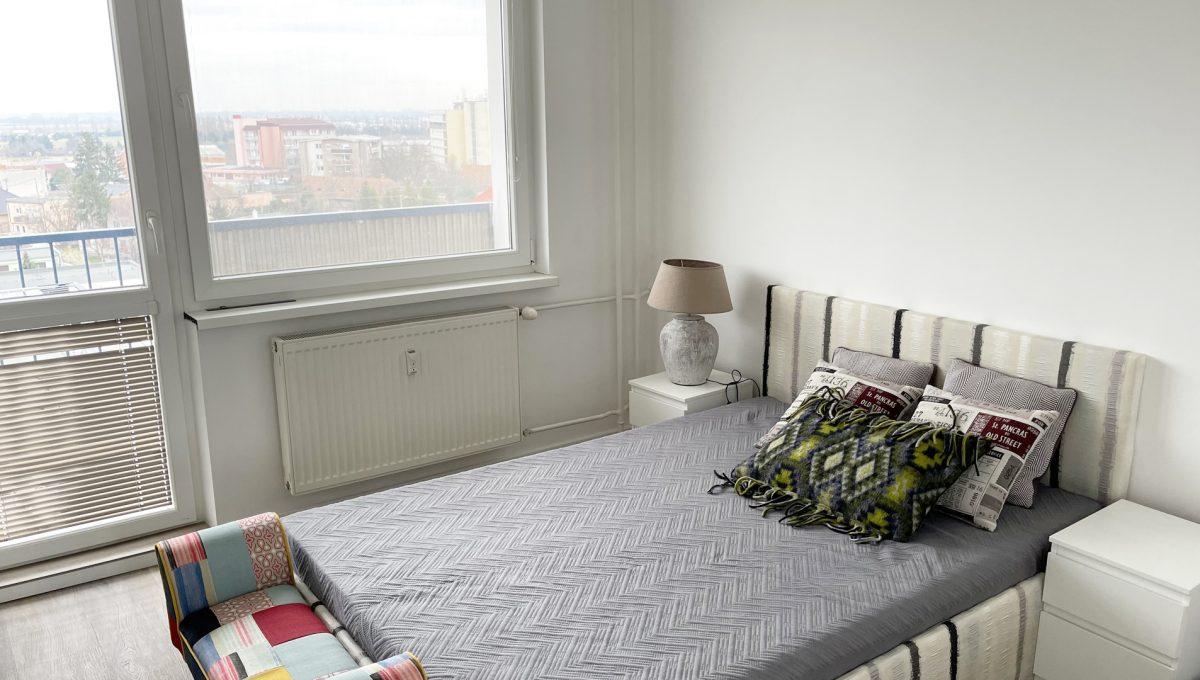 Senec 07 Sokolska ulica velmi pekny 3 izbovy byt na predaj pohlad na spalnu s lodziou