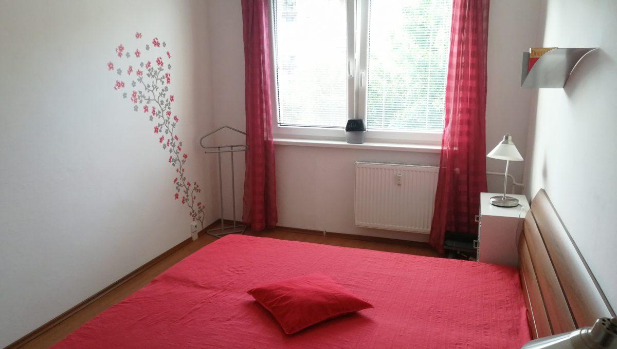 Senec 10 Namestie 3 izbovy byt na prenajom pohlad od vstupu na zariadenu spalnu
