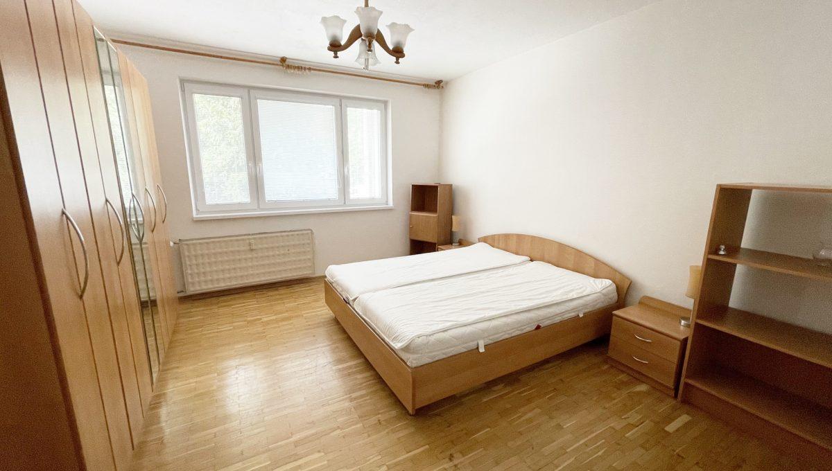 Senec Namestie 1 maja 3 izbovy byt na predaj pohlad na hlavnu spalnu od dveri