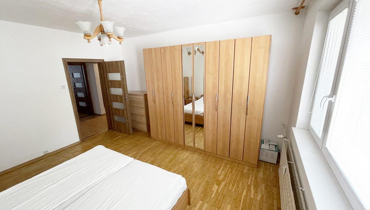 Senec Namestie 1 maja 3 izbovy byt na predaj pohlad na zariadenu spalnu
