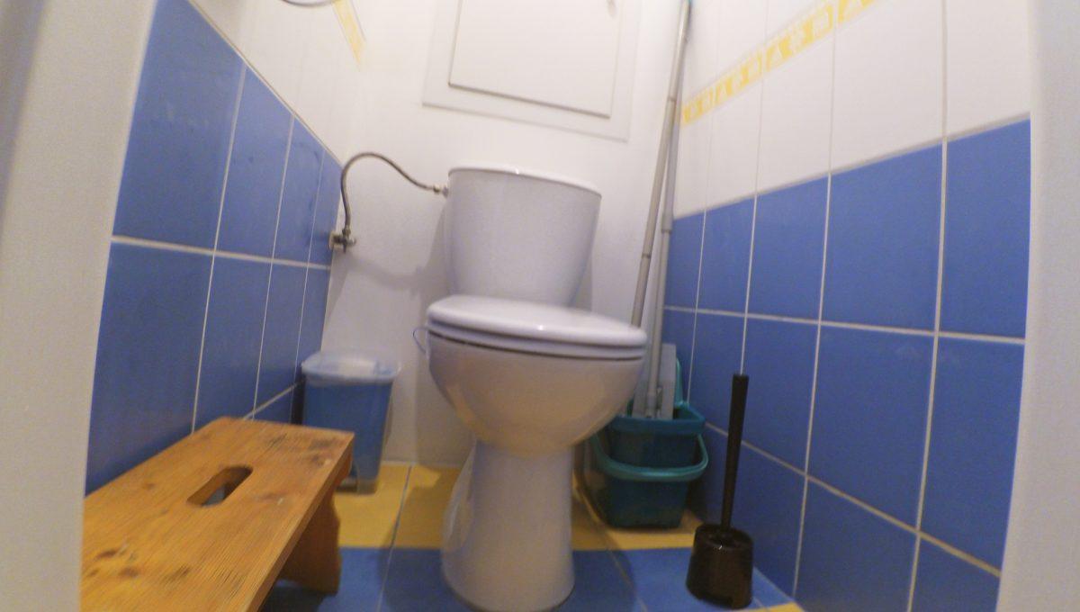 Senec-12-Svatoplukova-3-izbovy-byt-s-balkonom-a-klimatizaciou-pohlad-na-samostatnu-toaletu