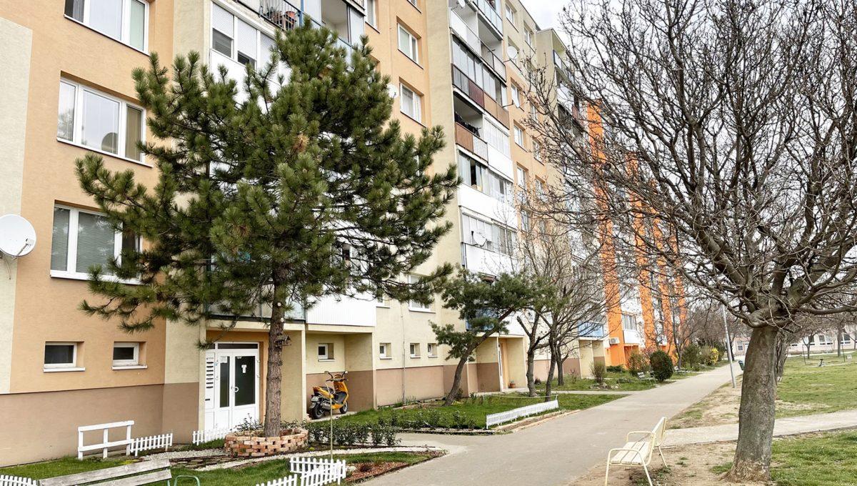 Senec 15 Sokolska ulica velmi pekny 3 izbovy byt na predaj pohlad na bytovy dom