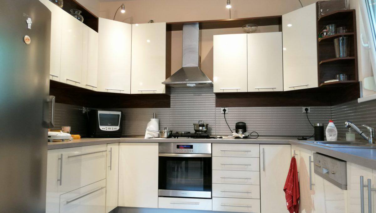 Turen 05 na predaj 6 izbovy rodinny dom pohlad na kompletne zariadenu kuchynsku linku