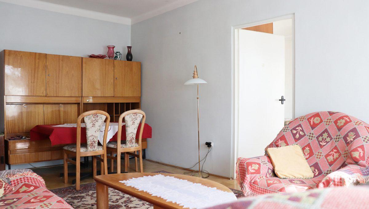 Zvolen 04 na predaj 3 izbovy byt ulica Janka Krala pohlad od okna na obyvaciu izbu so vstupom do spalne