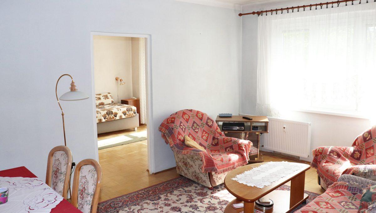 Zvolen 05 na predaj 3 izbovy byt ulica Janka Krala pohlad od chodby na obyvaciu izby a vstup do spalne s balkonom