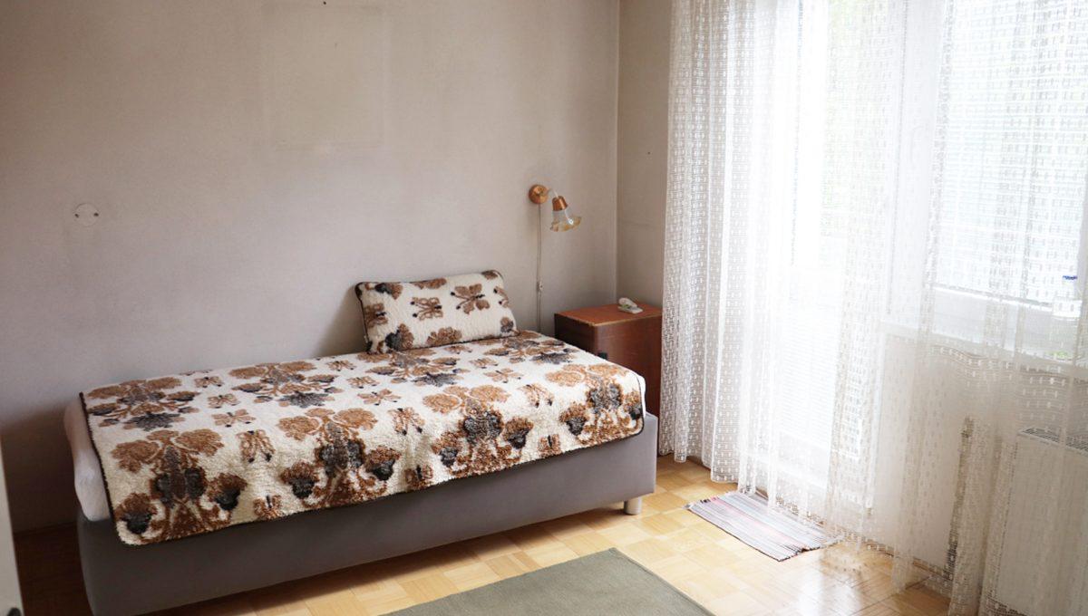 Zvolen 07 na predaj 3 izbovy byt ulica Janka Krala pohlad na spalnu so zatvorenym vstupom na balkon