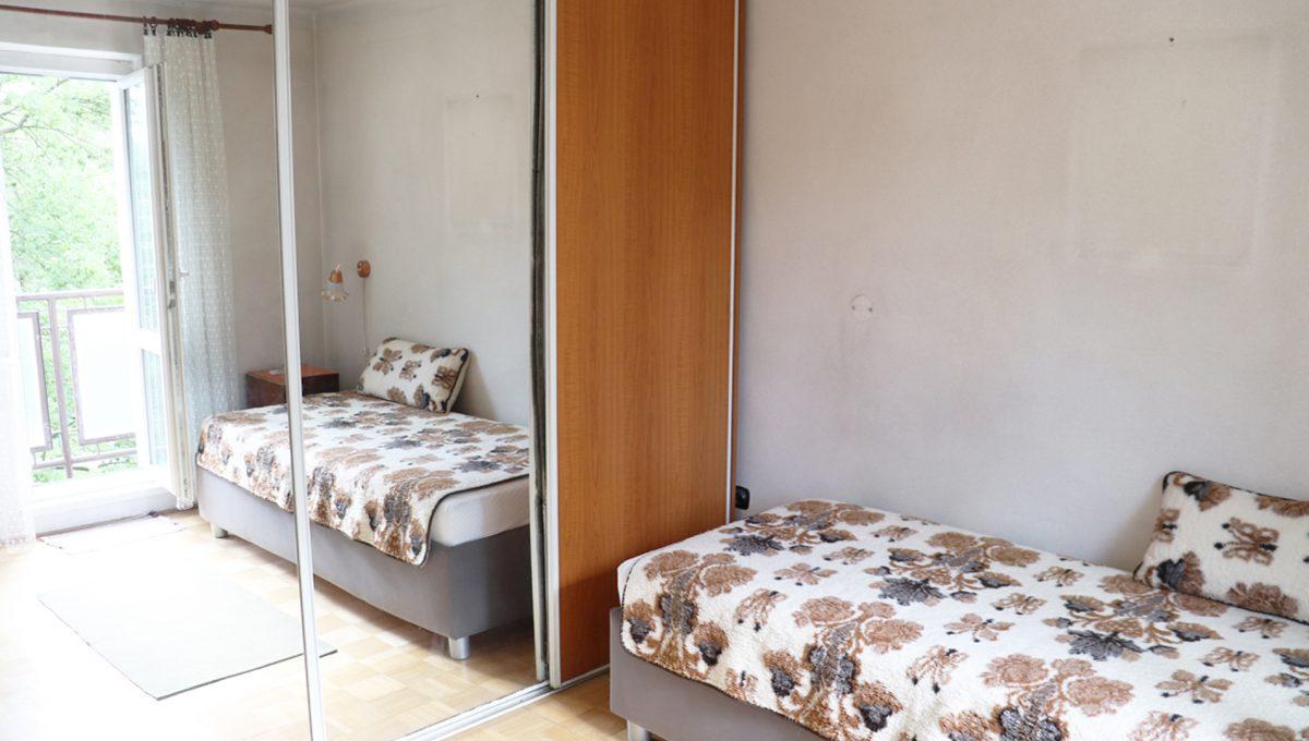 Zvolen 08 na predaj 3 izbovy byt ulica Janka Krala pohlad na spalnu so vstavanou skrinou so zrkadlom