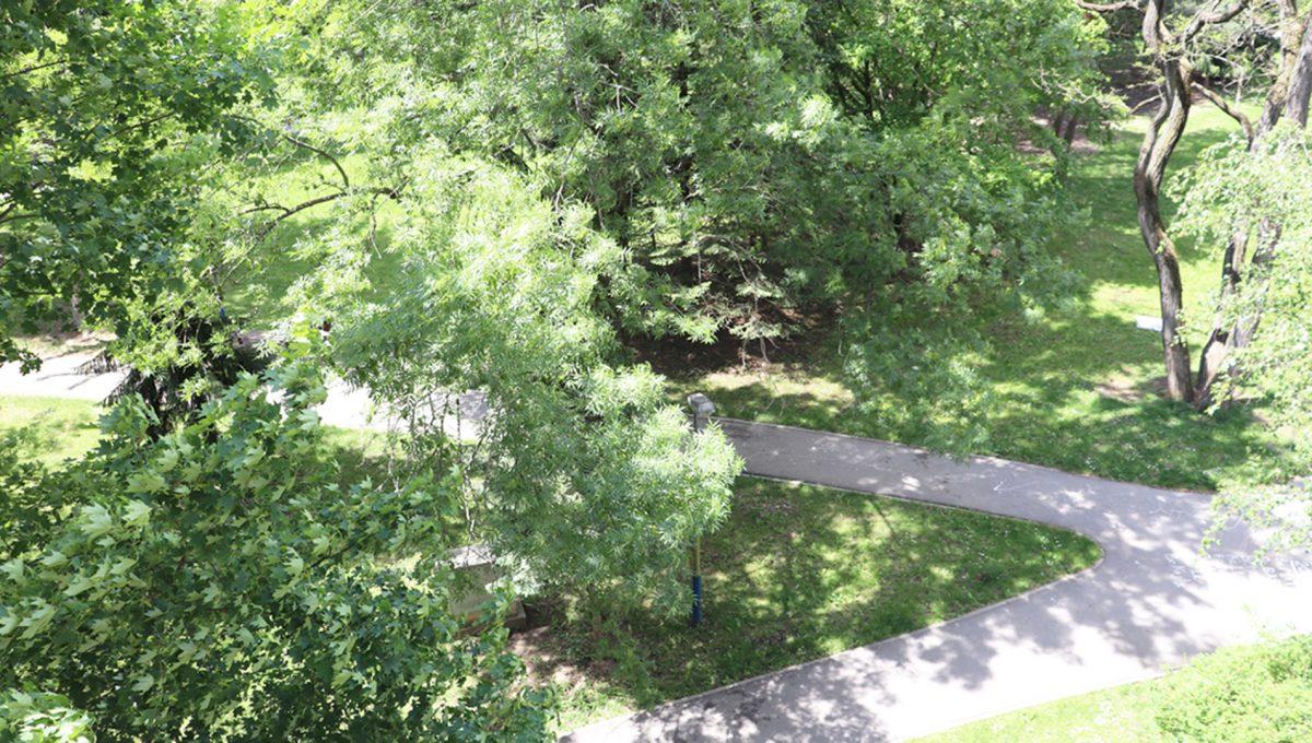 Zvolen 10 na predaj 3 izbovy byt ulica Janka Krala pohlad do parku z balkona v spalni