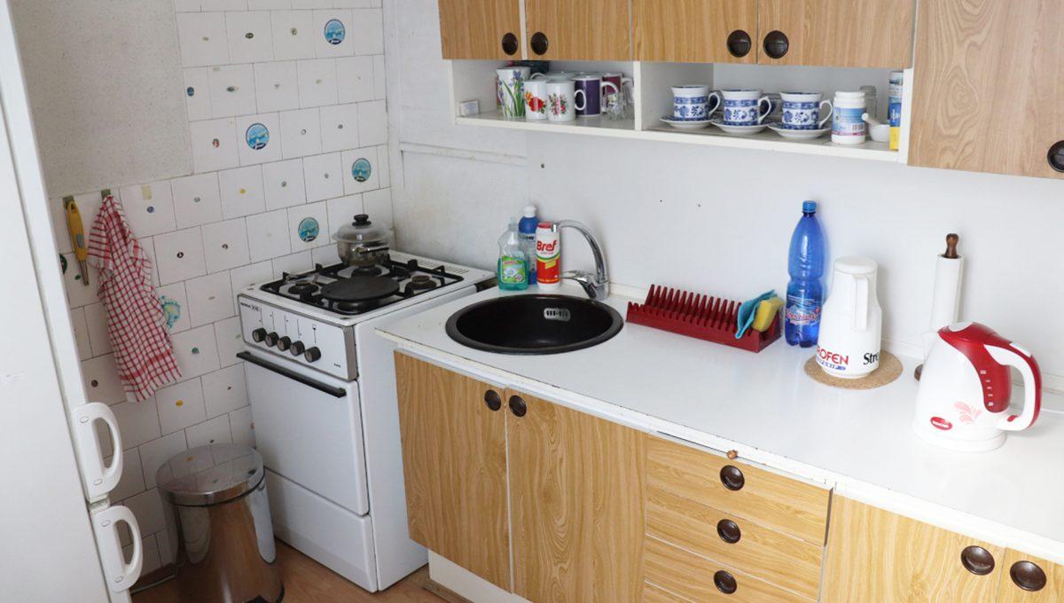 Zvolen 15 na predaj 3 izbovy byt ulica Janka Krala pohlad na jednoduchu kuchynsku linku so spotrebicmi