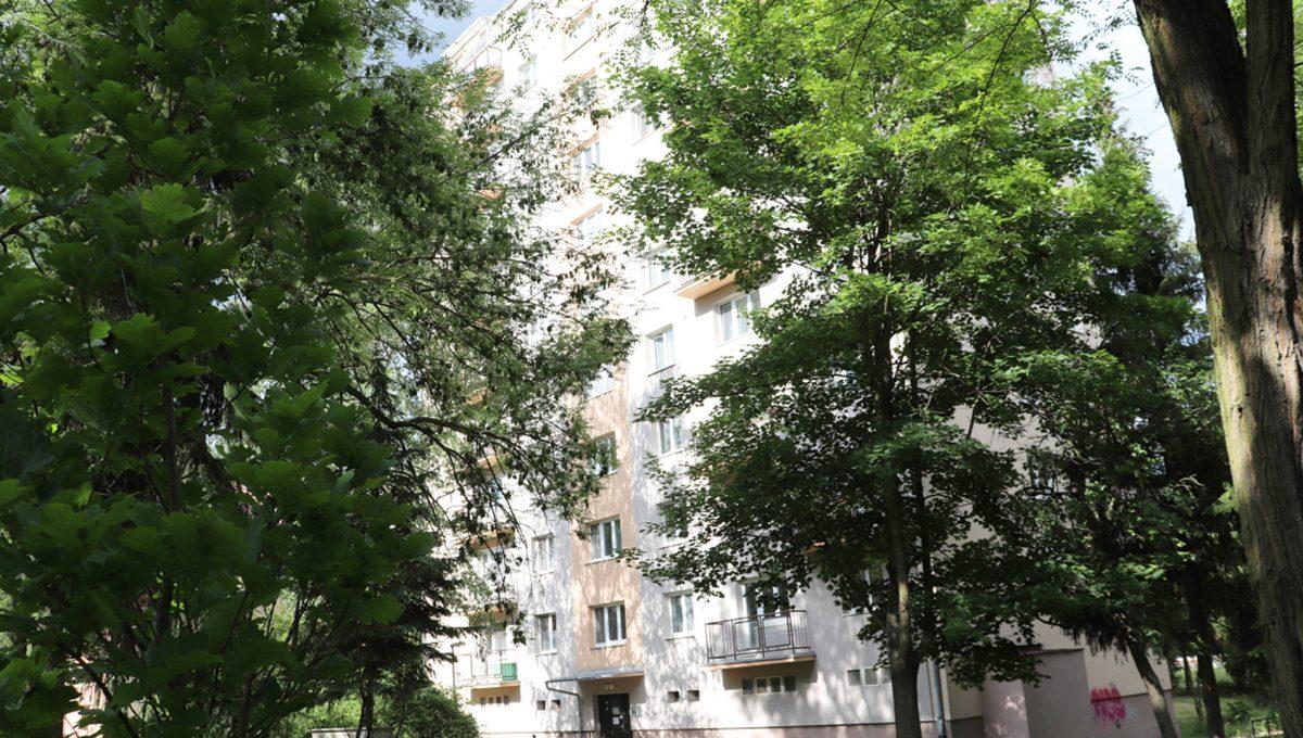 Zvolen 18 na predaj 3 izbovy byt ulica Janka Krala pohlad na bytovy dom z parku