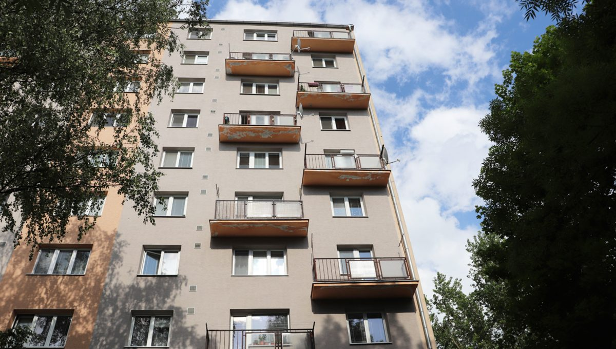 Zvolen 19 na predaj 3 izbovy byt ulica Janka Krala pohlad na bytovy dom z parku